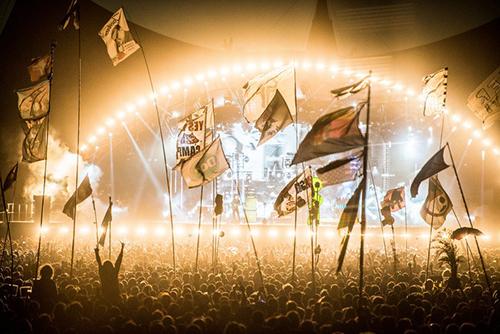 Muse ระเบิดพลังร็อค! ขนเพลงฮิตขึ้นเวที Rocklide Festival 2015