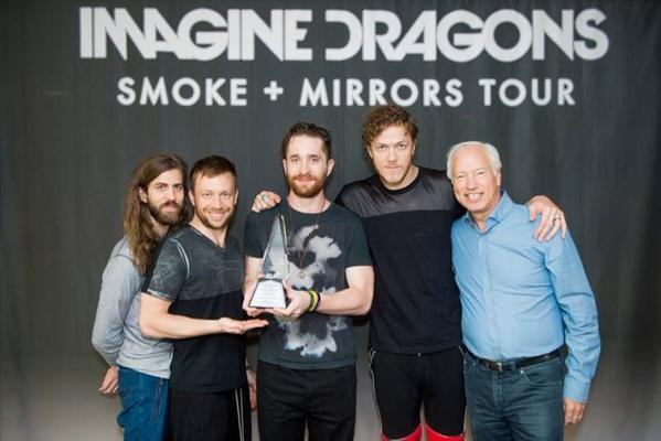 Radioactive ขึ้นแท่น DIAMOND บนโลกดิจิตอล! RIAA เดินทางมอบรางวัลถึงหลังเวที