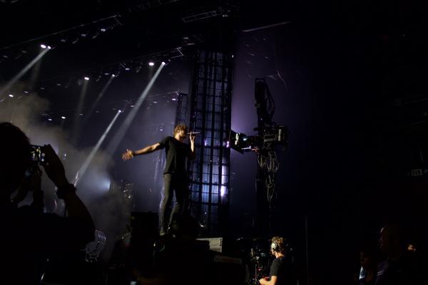 เบื้องหลังการบันทึก DVD คอนเสิร์ต Smoke+Mirrors Tour สุดเฮฮาที่โตรอนโต้