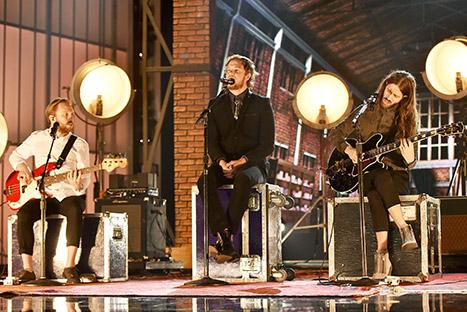 รีเพลย์! Imagine Dragons โชว์คัฟเวอร์เพลงฮิตสุดคลาสสิคใน Billboard Music Awards 2015