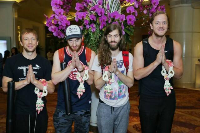 ถึงไทยแล้ว! Imagine Dragons สุดปลื้มพวงมาลัยต้อนรับ พร้อมแย้มความพิเศษในคอนเสิร์ต!