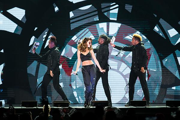 แฟนเพลงเต็มอิ่ม  Selena Gomez ขนเพลงฮิต โชว์ปัง สุดประทับใจ
