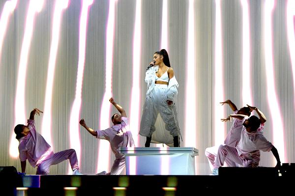 """อาเรียนา แกรนเด เดินหน้าเวิลด์ทัวร์คอนเสิร์ต """"แดนเจอรัส วูแมน เวิลด์ ทัวร์"""" ยืนยันมาไทยแน่ 17 สิงหาคมนี้ อิมแพ็ค อารีน่า เมืองทองธานี"""