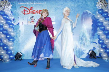 Disney On Ice 2016 – Elsa and Anna  celebrating on the ice for the very first time