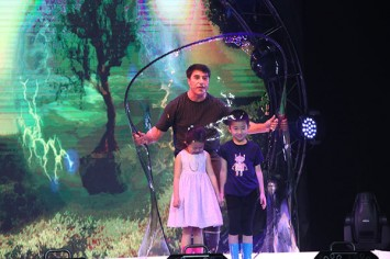 World's Greatest Bubble Artist Brings His Popular New Show to Thailand